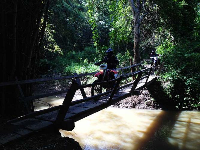 off-road-tours-cambodia-kvow-bridge-2