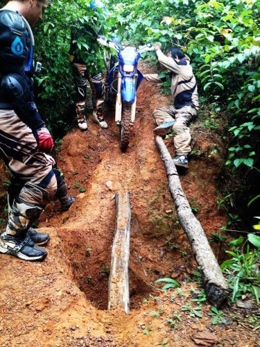 dirt-bike-tours-cambodia-logbridge