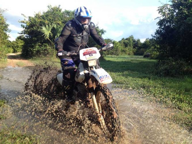 dirt-bike-tours-cambodia-mudholer
