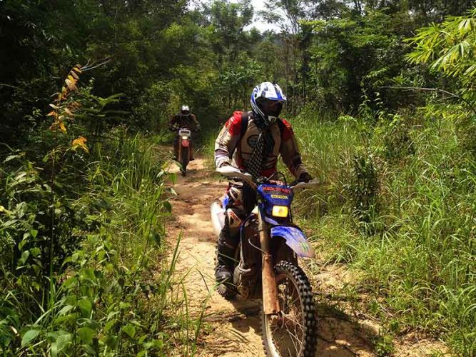 off-road-tours-cambodia-jungle-path
