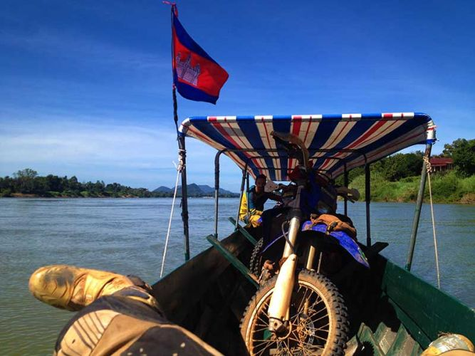 off-road-tours-cambodia-long-boat-ferry-2