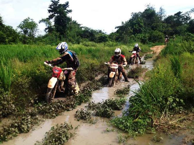dirt-bike-tours-cambodia-quagmirze