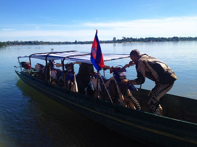 off-road-tours-cambodia-long-boat-ferry