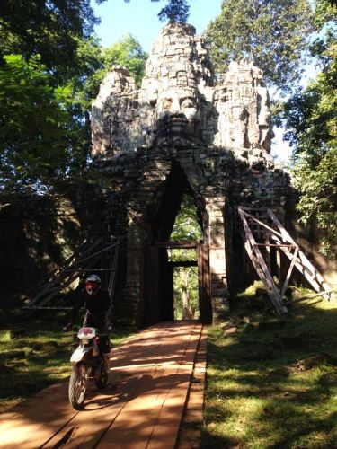 dirt-bike-tours-cambodia-angkor-thom