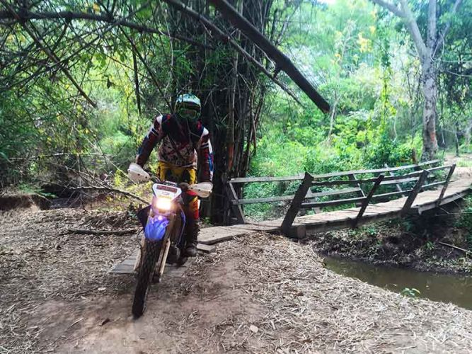 off-road-tours-cambodia-kvow-bridge