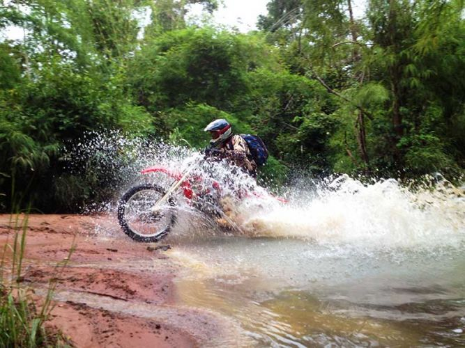 off-road-tours-cambodia-fanging-the-river