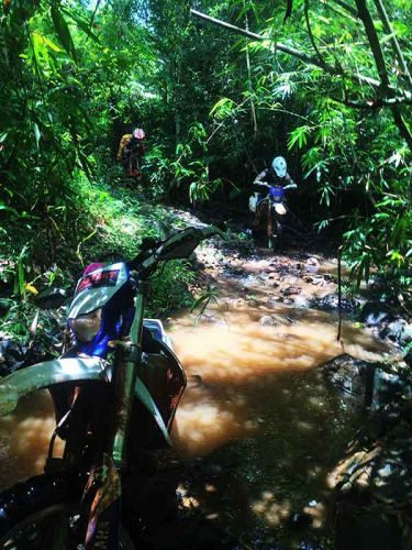 enduro-tours-cambodia-push