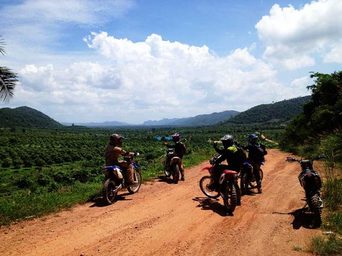 dirt-bike-tours-cambodia-phnom-voar-pepper