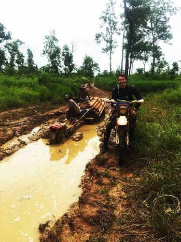 off-road-tours-cambodia-remorque-stuck