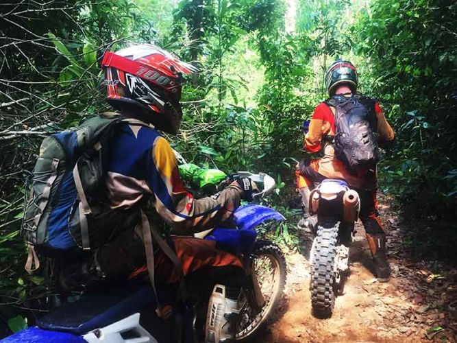 dirt-bike-tours-cambodia-kulen-wait