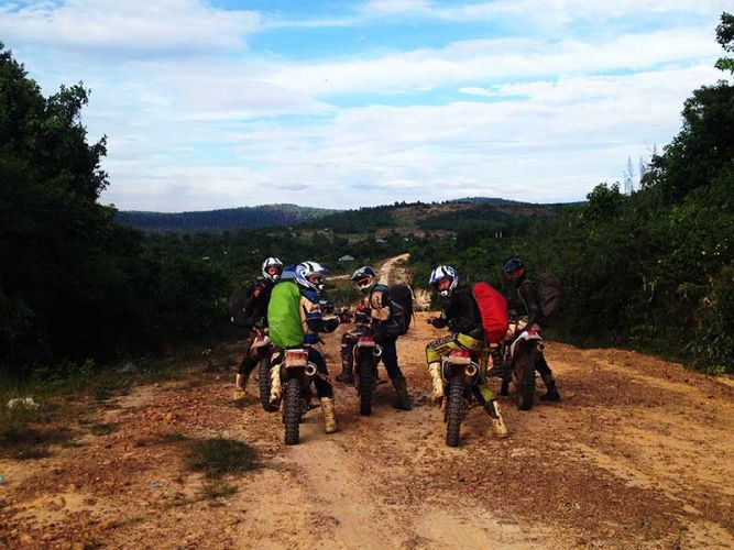 dirt-bike-tours-cambodia-run-to-the-hills